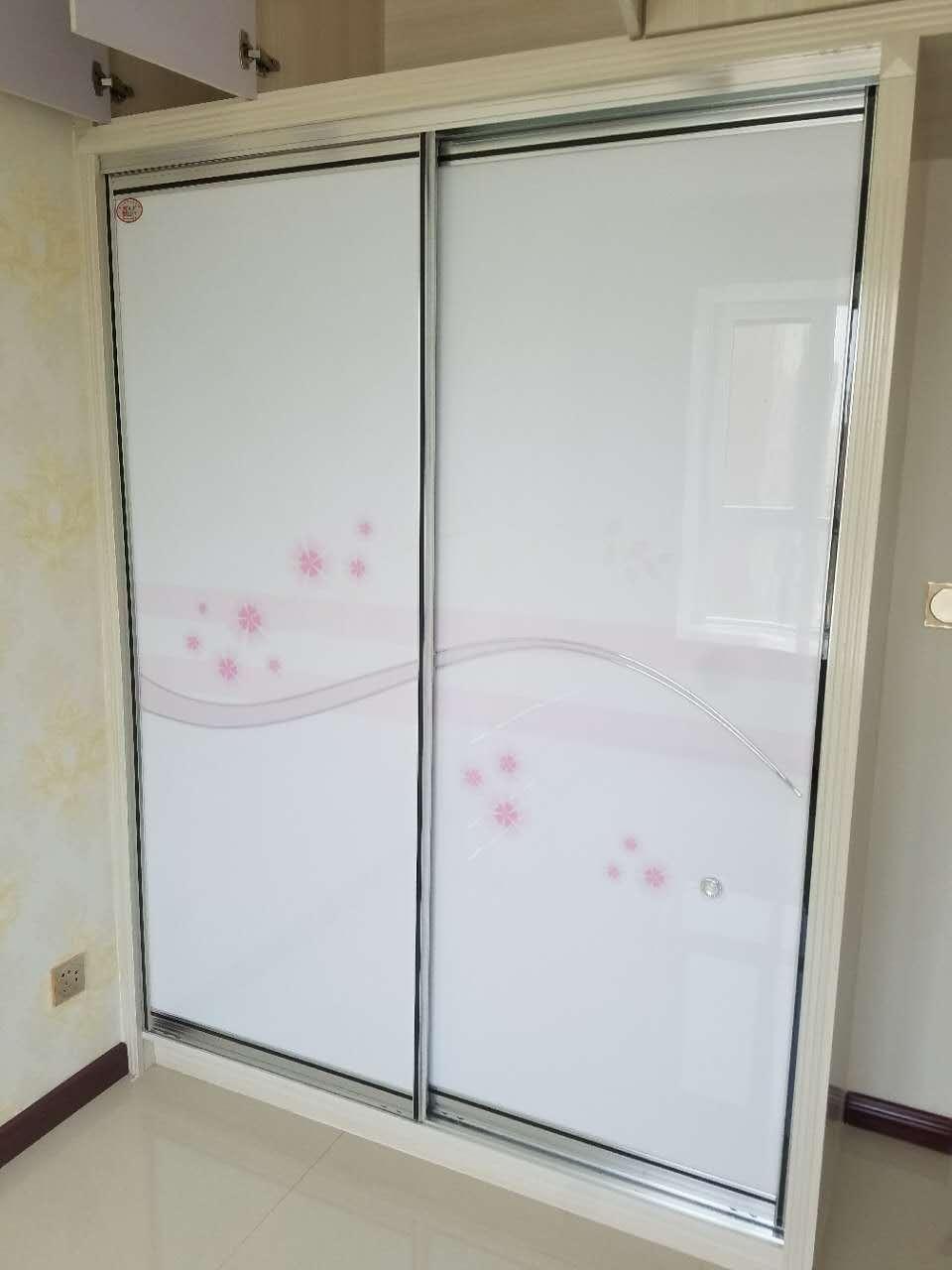 钢琴烤瓷衣柜门
